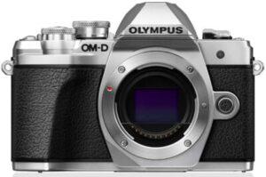 Olympus M10 Mark IIIConnettività semplice con la WLAN: condividi subito i tuoi momenti migliori con amici e familiari