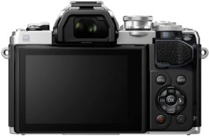 Olympus M10 MarkIII Touchscreen LCD inclinabile, anche per la messa a fuoco e la ripresa