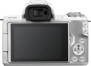 La fotocamera EOS M50 può contare su un design moderno e perfettamente bilanciato