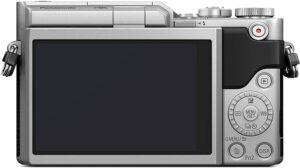 Panasonic Lumix GX880 Perfetta per fashion blogger: funzionalità estetiche con trucco digitale, viso più sottile e puro e 22 filtri per una posa rapida.