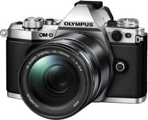 Olympus M5 Il sistema di stabilizzazione VCM su 5 assi integrato compensa 5 stop in ogni oscillazione possibile
