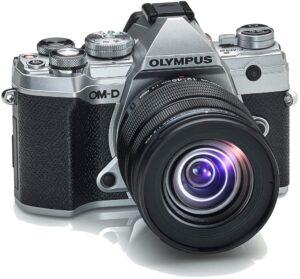 Olympus OMD E-M5 Mark III Massima mobilità ed eccezionale trasportabilità grazie al peso ridotto e al design ultracompatto