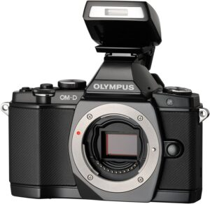 Olympus M5 1,44 milioni di punti ad alta risoluzione, mirino elettronico, con esclusivo design ottico per ridurre la vignettatura, 100 % campo di vista e lasso di tempo di visualizzazione molto breve