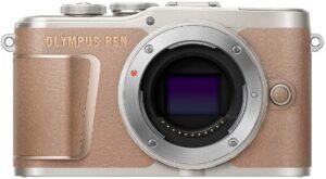 Olympus PEN PL10 Ottimo per i selfie: touch screen LCD ad alta risoluzione flip-up per l'accesso diretto ai comandi più importanti